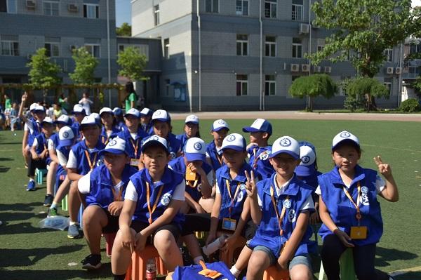 新华小记者组委会走进丰台区第五小学欢度六一