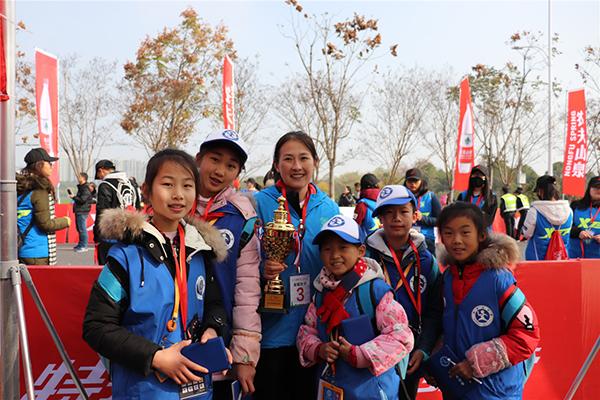新华小记者走进2017衢州马拉松