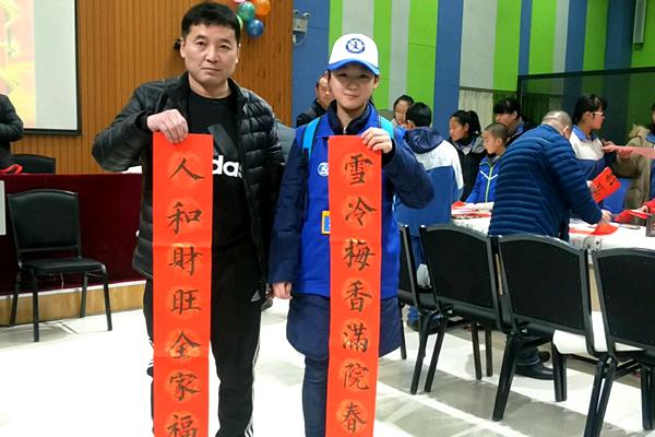 师生同携手 教育送祝福---新华小记者走进高碑店市教育局春节送福活动