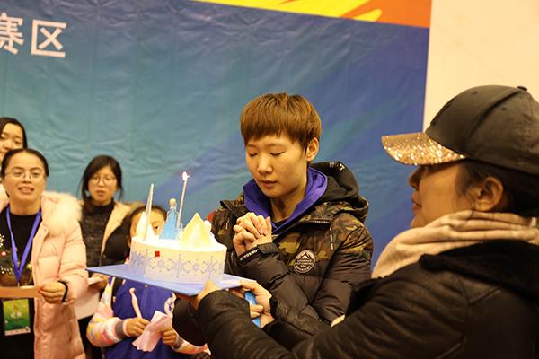 风起云间 乒超再临——新华小记者观看2017-2018中国乒乓球俱乐部超级联赛