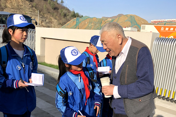 首批山区新华小记者亮相未来学校育人模式主题研讨会