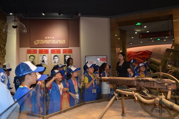 郑州中原英烈纪念馆开展新华小记者爱国主义教育活动