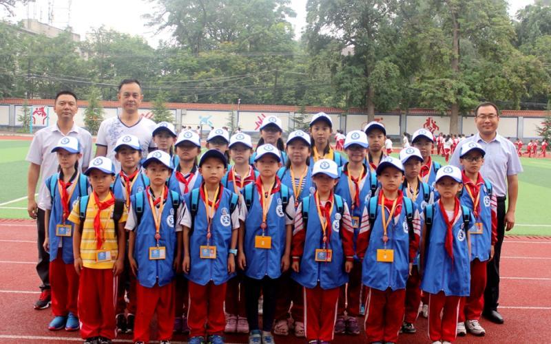 天水:区府路小学首批新华小记者举行宣誓仪式