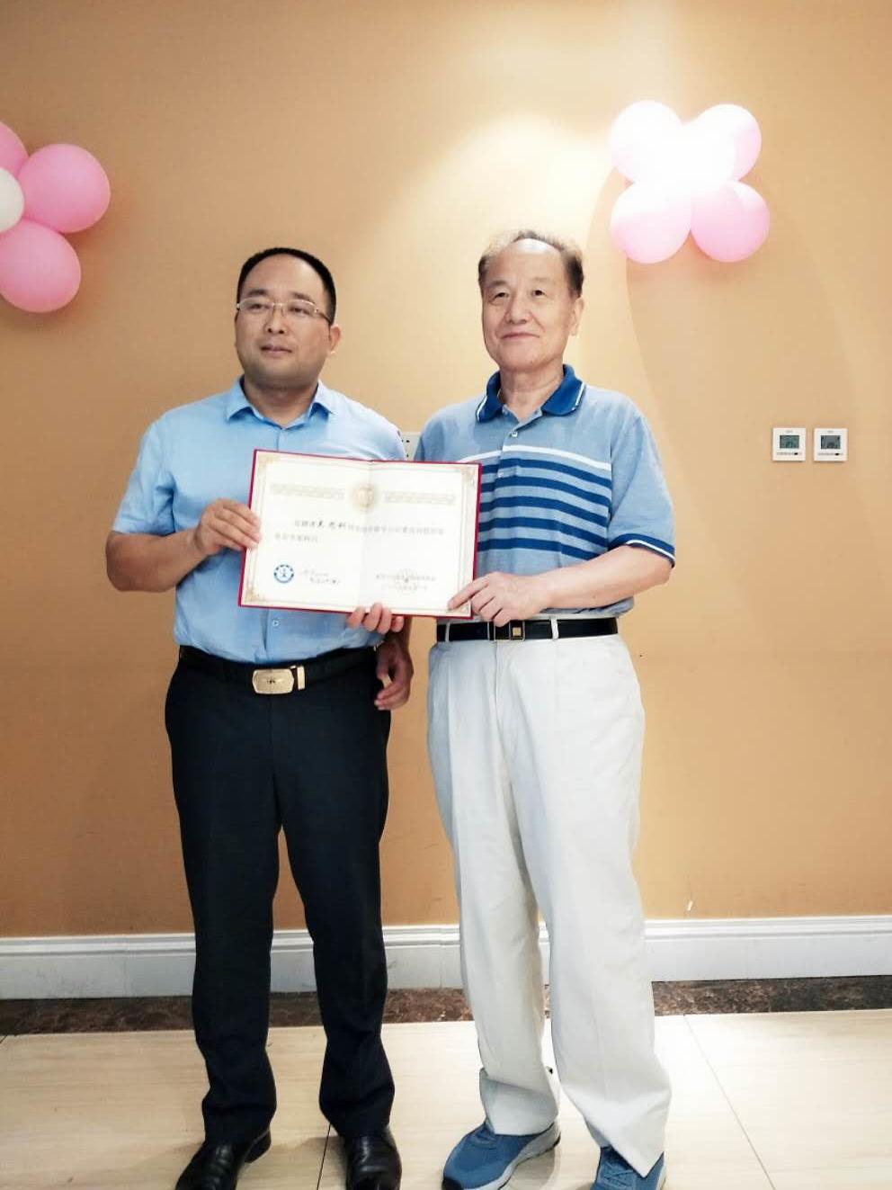 吴思科担任新华小记者顾问