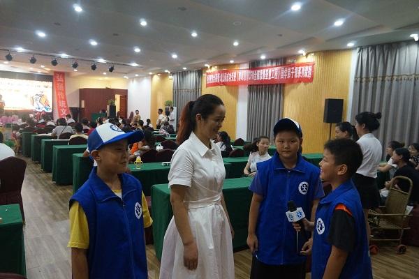 河南新华小记者应邀参加家庭教育公益讲座