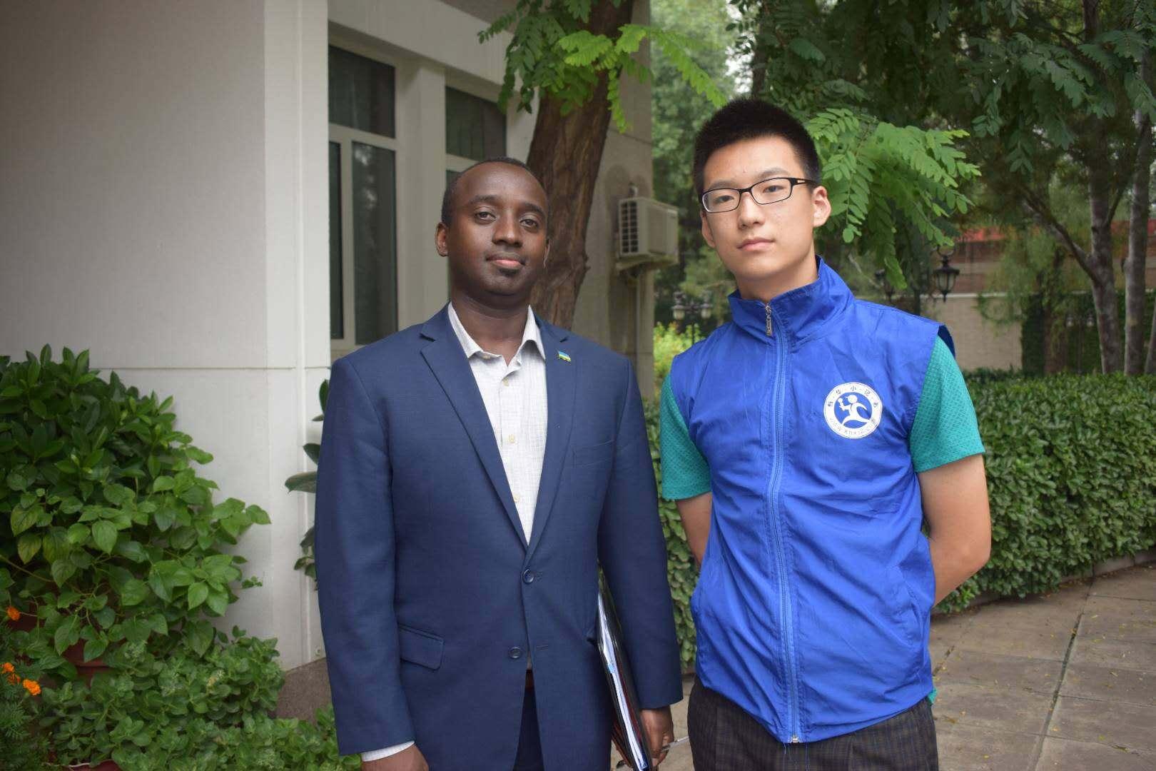 北京新华小记者走进卢旺达驻华大使馆采访参赞
