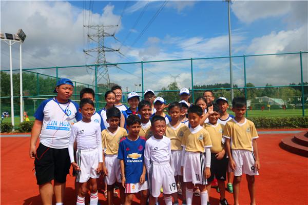 新华小记者走进哥德杯中国世界青少年足球赛