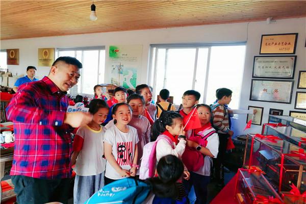 新华小记者传承红色基因活动