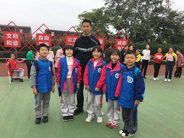 峰江小学第二十一届运动会顺利召开