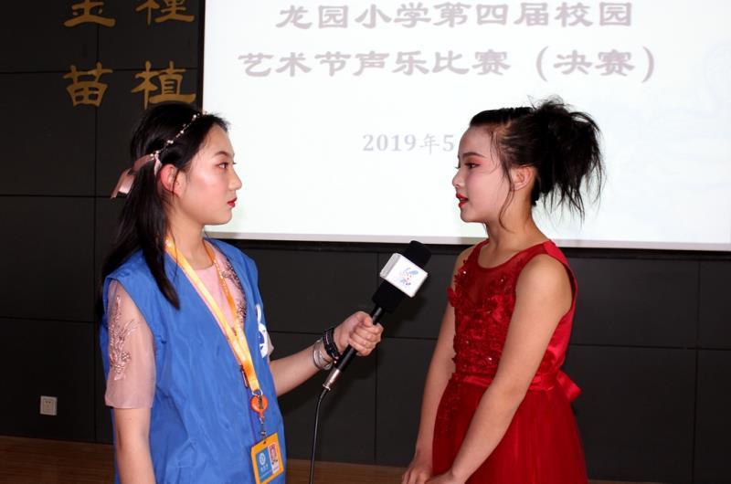 新华小记者走进龙园小学校园艺术节