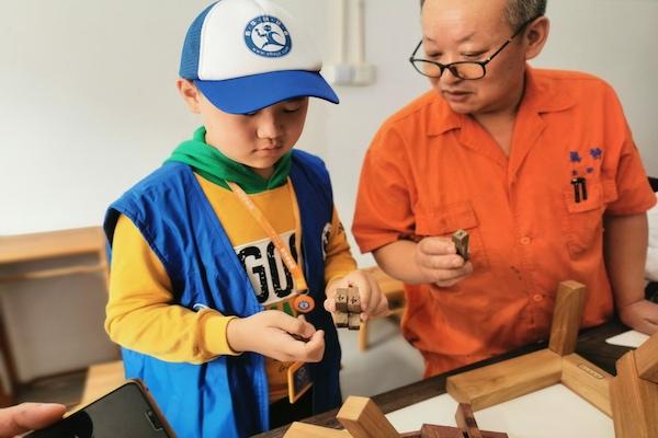 新华小记者走进真静传统木作博物馆