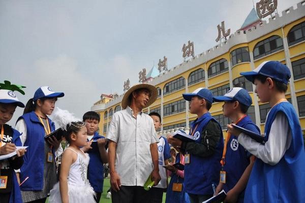 河南杞县新华小记者走进地球村幼儿园